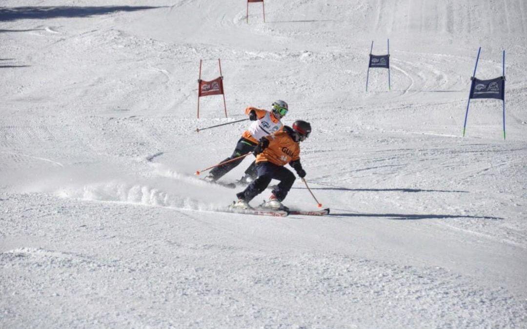 Carlos Parrón García, esquiador fuenlabreño, clasificado para el Campeonato de España de esquí para ciegos como guía de Guillermo Pelegrín